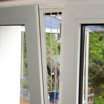 Trixie ochranná mřížka výklopných oken - bílá